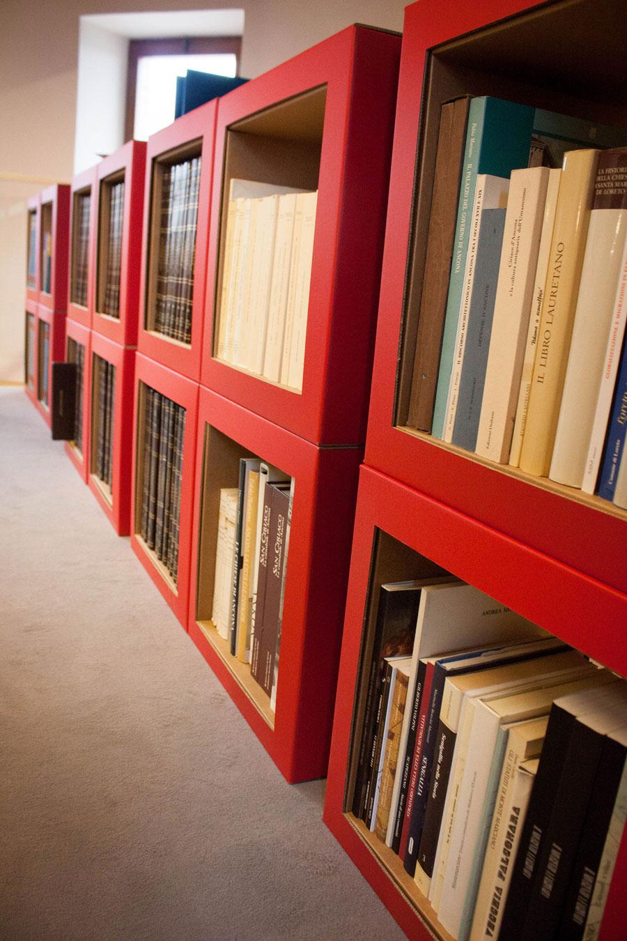 am nagement biblioth que santa maria nuova mobilier en carton architexture carton. Black Bedroom Furniture Sets. Home Design Ideas